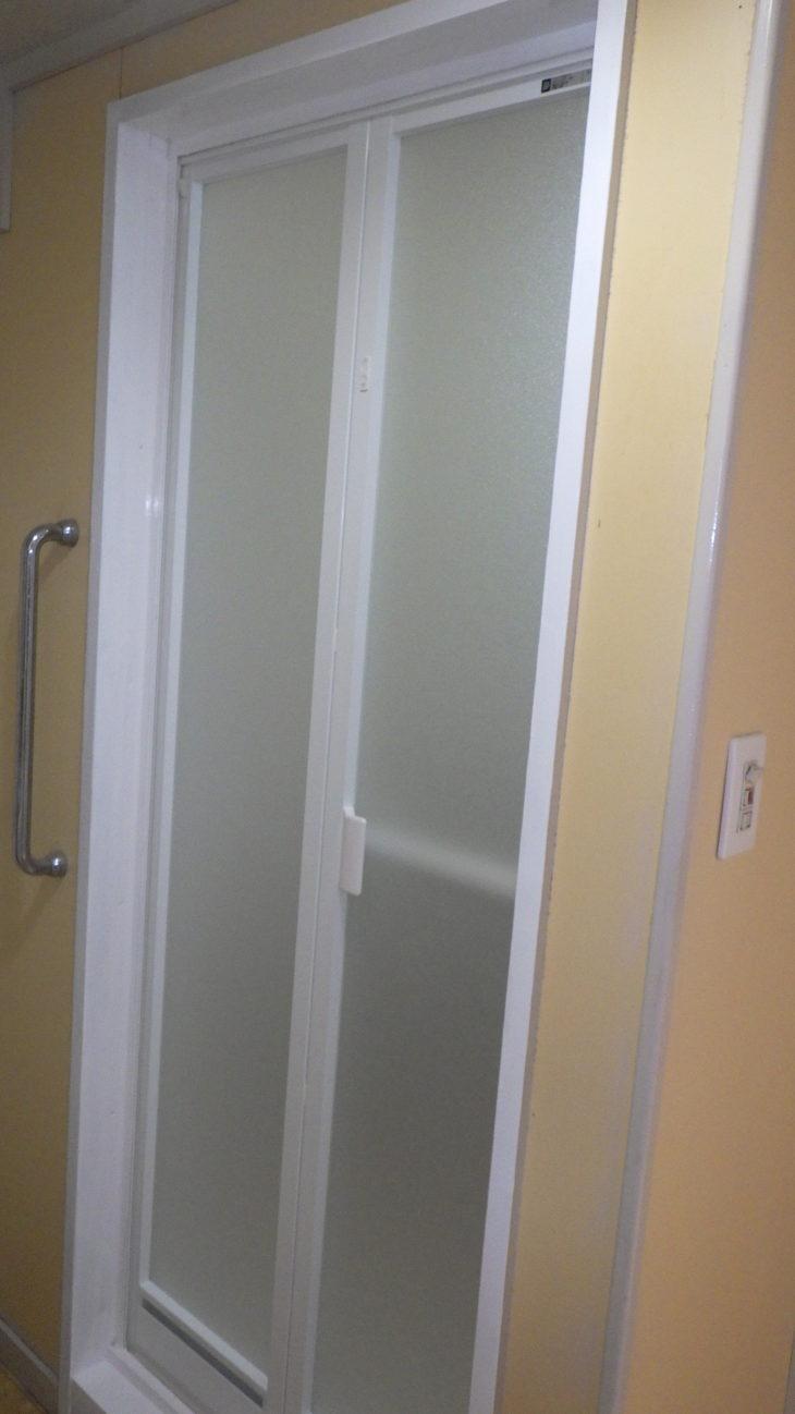 足立区 浴室折れ戸交換